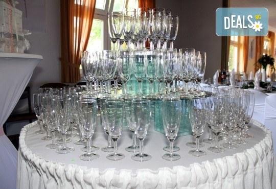 За Вас студенти! Заповядайте на ексклузивно Gatsby The night of Real Emotion парти на 08.12! Куверт за 1 човек със забавна шоу програма, пол денс, състезания по двойки, френско шампанско, охладен хайвер, суши и марково уиски - Снимка 5