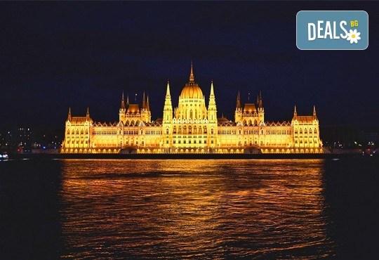 Коледна магия в Будапеща, Унгария! 2 нощувки със закуски, транспорт, водач от агенцията и посещение на коледните пазари - Снимка 1