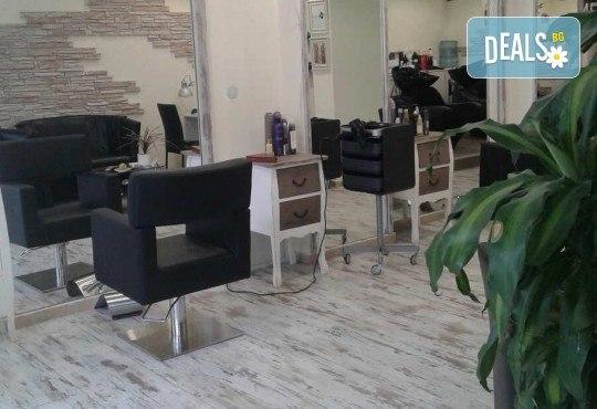За страхотен обем! Поставяне на мигли косъм по косъм или 3D с руски обем в салон за красота Алма Морел - Снимка 9