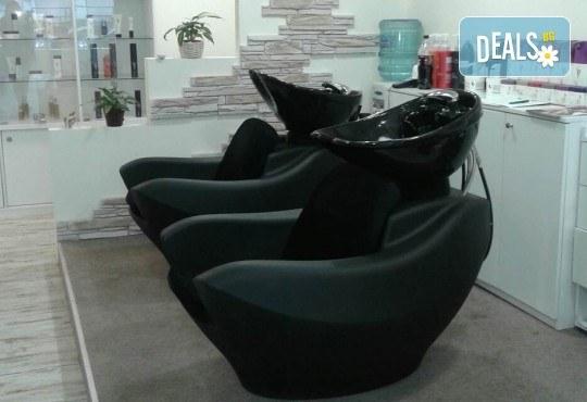 За страхотен обем! Поставяне на мигли косъм по косъм или 3D с руски обем в салон за красота Алма Морел - Снимка 10