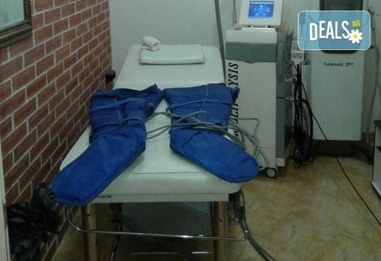 Медицинско почистване на лице, кислороден пилинг, терапия за контрол на порите и маска в салон за красота Алма Морел - Снимка 6