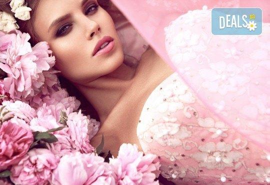 Професионален грим и прическа на адрес на клиента и бонус: поставяне на мигли от Makeup Nails and Lashes by Katerina Nik - Снимка 1