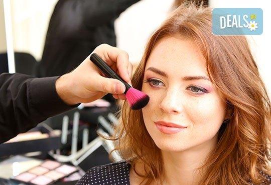 Професионален грим и прическа на адрес на клиента и бонус: поставяне на мигли от Makeup Nails and Lashes by Katerina Nik - Снимка 5