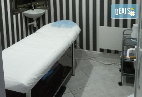 Подстригване с гореща ножица, масажно измиване с продукти на Milk Shake, терапия с инфраред и ултразвук преса, сешоар и плитка - тип диадема в студио Beauty, Лозенец! - Снимка 6