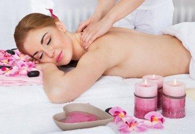 Класически 60-минутен масаж на цяло тяло със 100% натурални етерични масла в салон за красота Лаура стайл! - Снимка