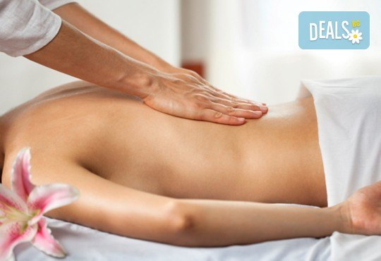 Луксозен пакет! Антицелулитна терапия и класически масаж на гръб с етерично масло по избор в център Мотив! - Снимка 1