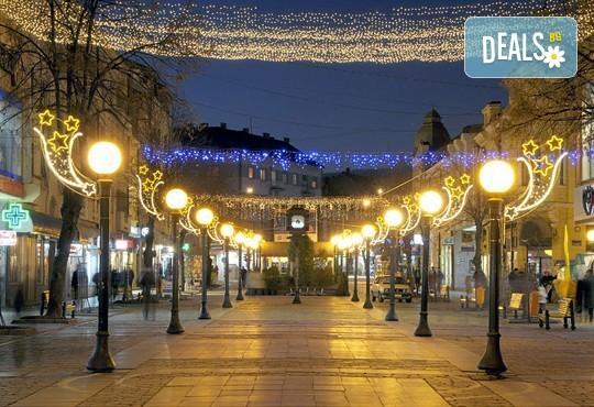 Коледа в Крагуевац, Сърбия! 2 нощувки с 2 закуски, 1 стандартна и 1 празнична вечеря с жива музика, транспорт, посещение на Кралево и манастира Жича - Снимка 1