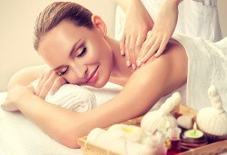 Избягайте от стреса за час! Релаксиращ масаж на цяло тяло с масла в студио за красота Jessica - Снимка