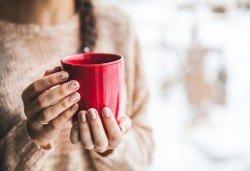 Нежна грижа в студените месеци! Парафинова терапия за ръце и 30% отстъпка от направата на маникюр в Салон Виктория! - Снимка
