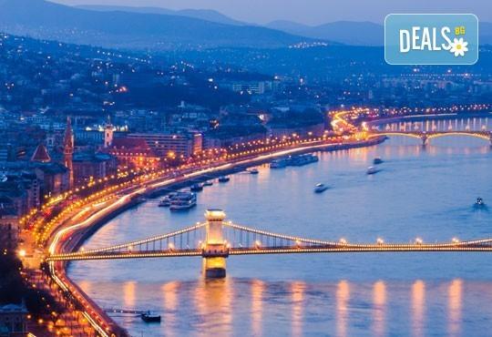 Пътувайте преди Коледа до Будапеща, Унгария! 4 нощувки със закуски в хотел 3*, самолетен билет и летищни такси - Снимка 1