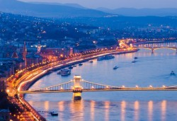 Пътувайте преди Коледа до Будапеща, Унгария! 4 нощувки със закуски в хотел 3*, самолетен билет и летищни такси - Снимка