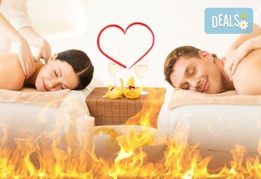 Огън от любов! Терапия за двама с парафин, синхронен масаж, огнен масаж фламбе, две чаши вино в ''Senses Massage & Recreation''! - Снимка 1