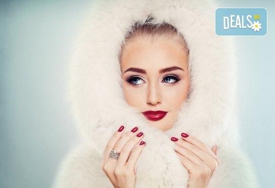 За съблазнителен поглед! Удължаване и сгъстяване на мигли - косъм по косъм, 3D или 5D - Russian Volume, с естествен косъм от норка в Studio Еxtravagant! - Снимка 1