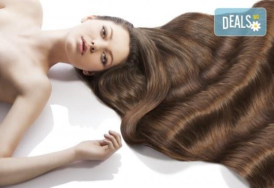 Нова визия с подстригване, арганова терапия, масажно измиване и прав сешоар, в салон за красота Diva! - Снимка 1