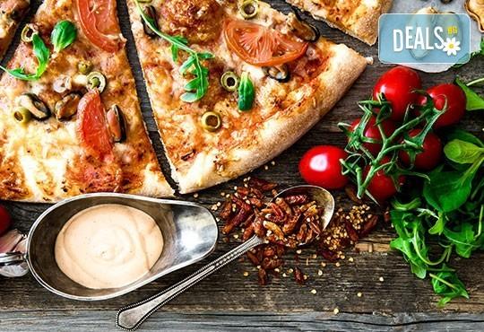 Голяма фамилна пица: Капричоза, Попай, Поло, Кариола или др. за вкъщи или за консумация на място в Ресторанти Златна круша! - Снимка 1