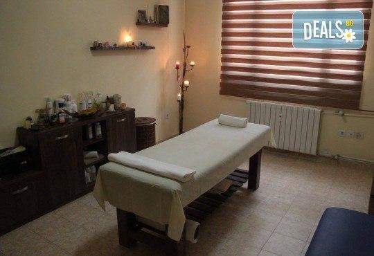 Дълбоко релаксиращ масаж на цяло тяло с кристали и масажни масла на френска био козметика Blue Marine, зонотерапия на стъпала и бонус: масаж на лице с кристали в Anima Beauty&Relax - Снимка 6