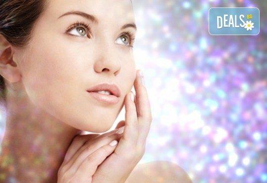 Диамантено микродермабразио за лице, хидратираща терапия, хиалуронов серум и ампула с колаген в салон за красота Теди! - Снимка 1