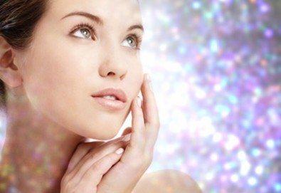 Диамантено микродермабразио за лице, хидратираща терапия, хиалуронов серум и ампула с колаген в салон за красота Теди! - Снимка