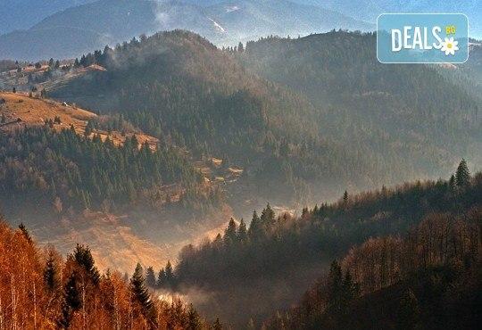Вижте съкровищата на Карпатите през ноември или декември! 2 нощувки със закуски в Синая, транспорт с нощен преход и посещение на Букурещ - Снимка 2