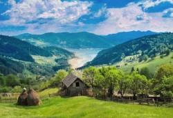 Вижте съкровищата на Карпатите през ноември или декември! 2 нощувки със закуски в Синая, транспорт с нощен преход и посещение на Букурещ - Снимка