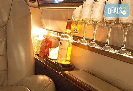"""Подарете SPA пакет """"San Diego""""! Трансфер с лимузина """"Lincoln"""" до Senses Massage & Recreation, синхронен масаж за двама, 2 чаши уиски, перлена вана и комплимент: ядки асорти от San Diego Limousines! - Снимка 5"""