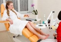Педикюр с гел лак в цветовете на SNB, масаж на ходилата и ДВЕ декорации в Студио Верина до Mall of Sofia! - Снимка