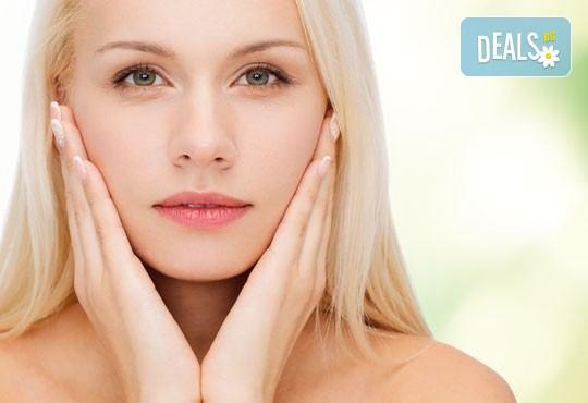 За млада и здрава кожа! Подарете си антиейдж терапия за лице с козметика Glory в салон за красота Madonna! - Снимка 3