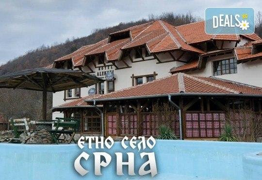 За един ден през ноември до Етно село Срна и фестивала на сушеницата в Цариборд, Сърбия - транспорт, водач и посещение на Темски манастир - Снимка 3