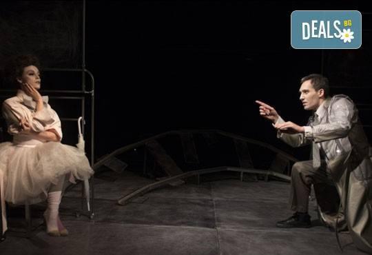 Гледайте Симона Халачева и Юлиян Рачков в Апетит за череши на 03.12. от 19ч. в Театър София, зала 49, билет за един - Снимка 6