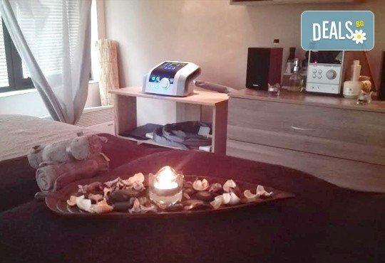 Класически или болкоуспокояващ масаж на цяло тяло с топли билкови масла и консултация с кинезитерапевт в холистичен център Physio Point! - Снимка 5
