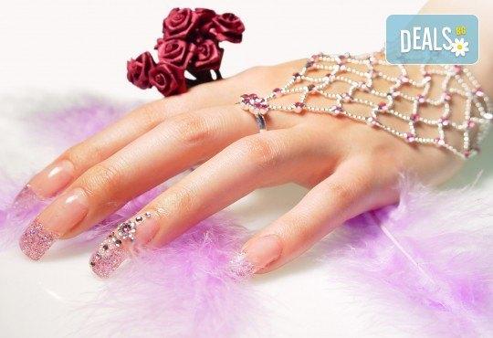 Поддръжка на ноктопластика и класически или френски маникюр с хибридни лакове Depend и бонус: масаж на ръце от Beauty center D&M! - Снимка 2
