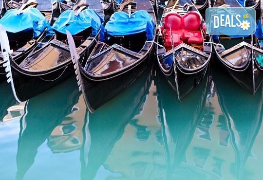 Вижте откриването на Карнавала във Венеция, Италия! 2 нощувки със закуски, самолетен билет и транспорт с автобус, посещение на Милано, Верона и Кавалино - Снимка 9