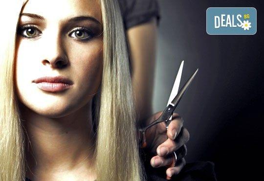 Професионално подстригване, масажно измиване и терапия според типа коса по избор, ултразвук и подсушаване от Женско царство! - Снимка 1