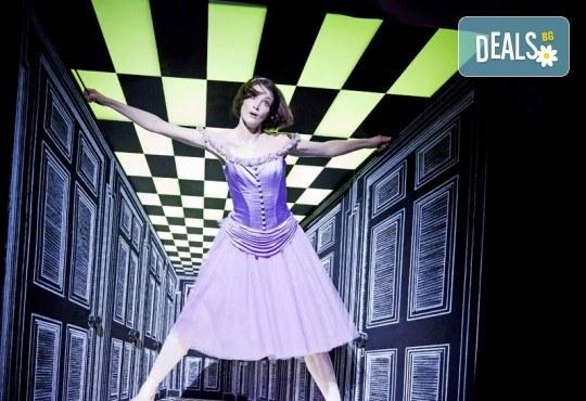 Ексклузивно в Кино Арена! Алиса в страната на чудесата - балетен спектакъл на Кристофър Уилдън, на 02, 03 и 05.12. в киносалоните в страната - Снимка 2