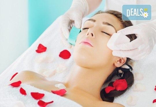 Почистване на лице с ултразвукова шпатула, вкарване на серум с ултразвук, нанасяне на маска с или без кислородна терапия по избор в Женско царство - Център /Хасиенда/ ! - Снимка 2