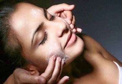 Дълбоко почистване на лице с четков и ензимен пилинг и енергизираща кожата кислородна терапия + бонус: 10% отстъпка от всички процедури в салон за красота Киприте - Снимка