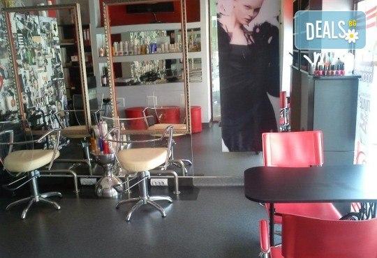 Дълбоко почистване на лице с четков и ензимен пилинг и енергизираща кожата кислородна терапия + бонус: 10% отстъпка от всички процедури в салон за красота Киприте - Снимка 4