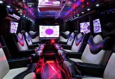 Пътуващ парти бус с 25 седящи места, шофьор, DJ и еротични шоу програми с огнени танцьорки и 1 бутилка водка или уиски + 10 безалкохолни напитки от Party Bus - Снимка