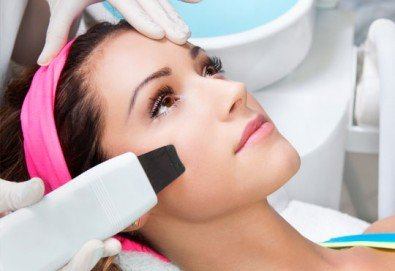 Почистване на лице с ултразвукова шпатула, вкарване на серум с ултразвук, нанасяне на маска с или без кислородна терапия по избор в Женско царство - Студентски град! - Снимка