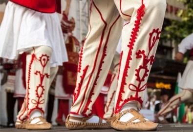 Усетете магията на българския танц! Два урока по народни танци за начинаещи в танцов клуб Леона! - Снимка