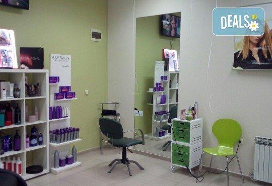 Боядисване с боя на клиента или на салона, терапия за коса, масажно измиване и оформяне с арганова преса в Женско царство! - Снимка 6