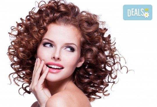 Нов цвят на косата! Боядисване с боя на клиента, масажно измиване и подсушаване в салон за красота Виктория - Снимка 1