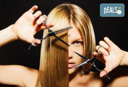 Професионална грижа за Вашата коса! Подстригване, масажно измиване, подхранваща маска и подсушаване в салон Виктория - Снимка 1