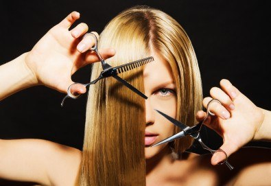 Професионална грижа за Вашата коса! Подстригване, масажно измиване, подхранваща маска и подсушаване в салон Виктория