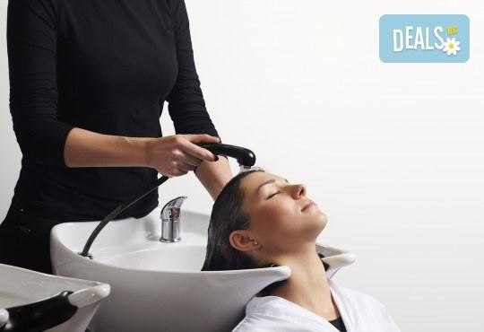 Професионална грижа за Вашата коса! Подстригване, масажно измиване, подхранваща маска и подсушаване в салон Виктория - Снимка 2