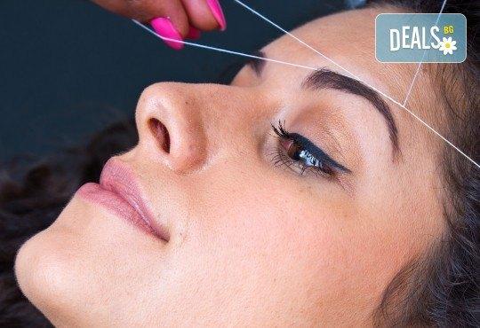Почистване на лице от нежелано окосмяване с конец и оформяне на вежди от салон за красота Bellisima! - Снимка 1