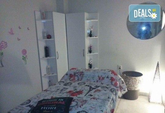Пренесете се в страната на сънищата с масаж на гръб с топла ароматна свещ в Art Hair Galerie - Снимка 10
