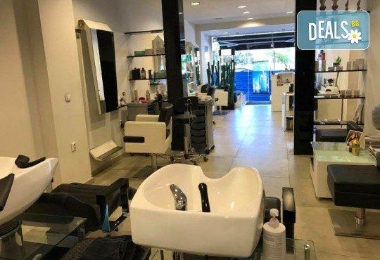 Пренесете се в страната на сънищата с масаж на гръб с топла ароматна свещ в Art Hair Galerie - Снимка 6