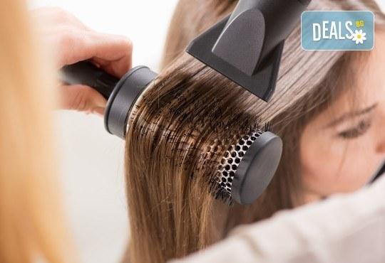 За обемна и красива коса! Масажно измиване и оформяне на прическа със сешоар в Art Hair Galerie - Снимка 2