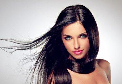 За обемна и красива коса! Масажно измиване и оформяне на прическа със сешоар в Art Hair Galerie - Снимка